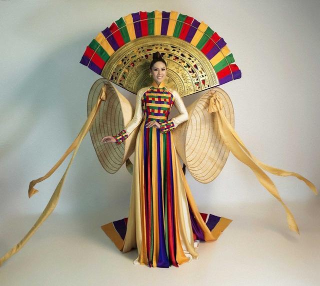"""""""Hồn Việt"""" chính là tác phẩm đạt giải cao và nhiều bình chọn của khán giả trong cuộc thi thiết kế trang phục dân tộc cho đại diện Việt Nam tại Hoa hậu Hoàn vũ 2016."""