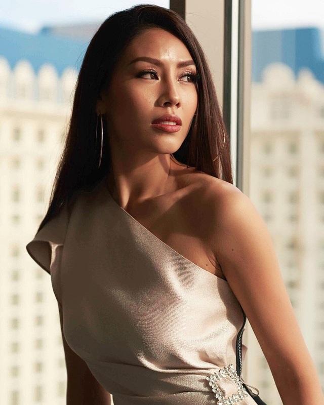 Ngoài việc xuất hiện trong top 5 lần này, Nguyễn Thị Loan tiếp tục là 1 trong 10 cô gái được lựa chọn chụp ảnh cho nhãn hàng tài trợ trang phục chính của cuộc thi.