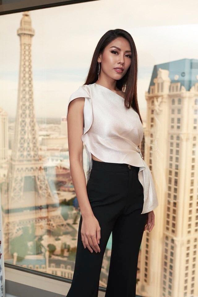 Mái tóc đen, thẳng dài suôn mượt giúp đại diện Việt Nam trở nên khác biệt và tạo nên sức hấp dẫn khó cưỡng.