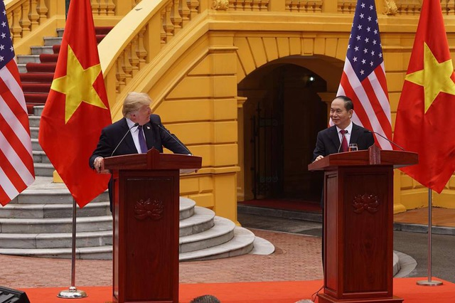 Chủ tịch nước Việt Nam, Tổng thống Mỹ thông báo về nhiều quan điểm, thoả thuận chung đạt được trong chuyến thăm (Ảnh: Hữu Nghị).