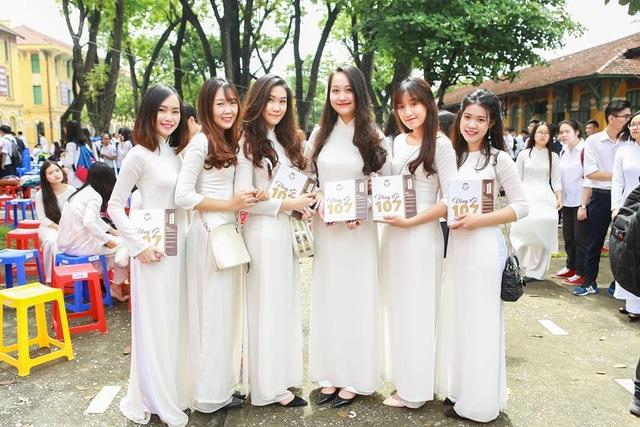 Nét đẹp của các nữ sinh trường Bưởi (tên gọi cũ của trường Chu Văn An)