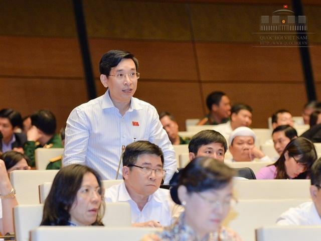 Đại biểu Quốc hội Nguyễn Văn Cảnh tại một phiên thảo luận toàn thể của Quốc hội (ảnh: Quochoi.vn).