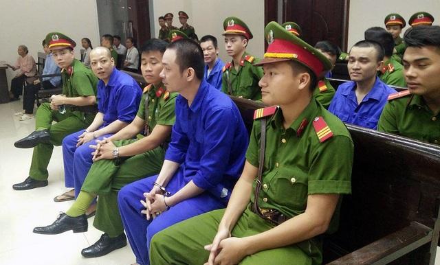 Nguyễn Văn Tình cùng các đồng phạm tại phiên xử phúc thẩm sáng 10/10.