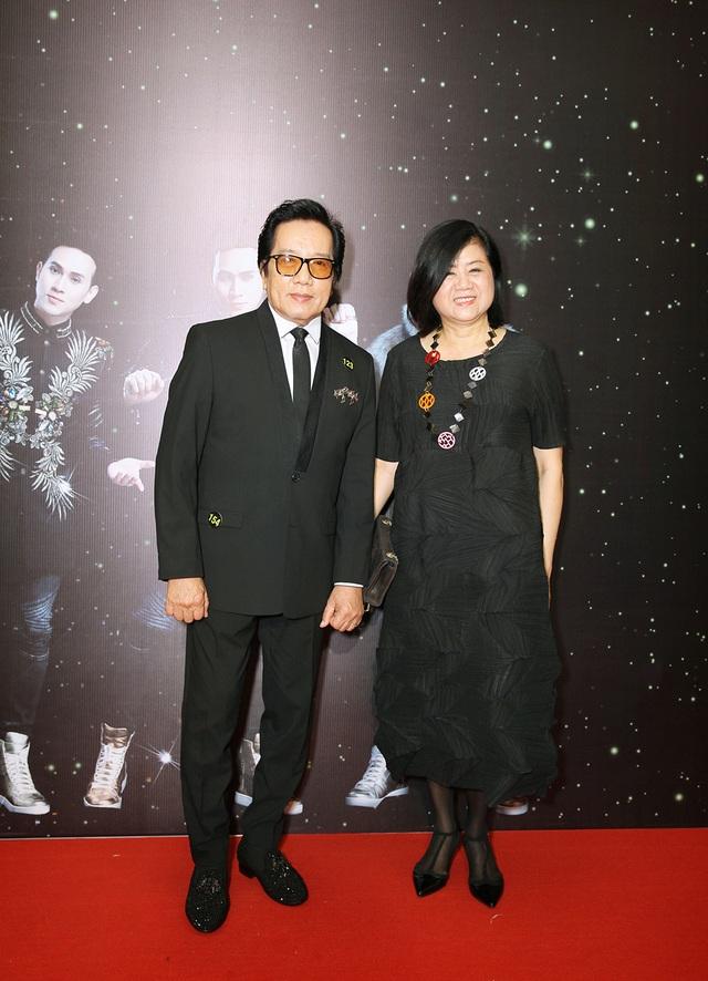 Vợ chồng nam ca sĩ Elvis Phương