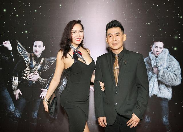 Trong hình ảnh chụp chung với Đoan Trường, góc chụp tố hết những khuyết điểm của Phi Thanh Vân sau lần nâng cấp gần đây nhất.