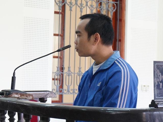 Tự nổ là người của Cục cảnh sát điều tra tội phạm về trật tự xã hội C45 - Bộ Công an, Nguyễn Xuân Lương chiếm đoạt 779 triệu đồng của các nạn nhân bằng hình thức lừa chạy việc.