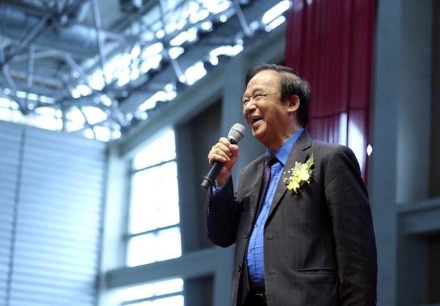 GS Nguyễn Lân Dũng hóm hỉnh trả lời các bạn sinh viên