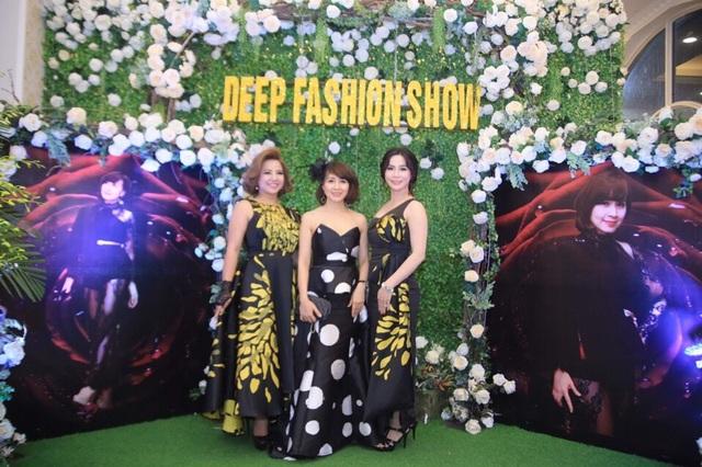 Từ trái qua phải: Chị Phạm Ngọc Phượng (Chủ tịch Wlin Capital Club Hanoi) – Nhà thiết kế Tuyết Lê - Chị Kim Anh (người đẹp khả ái trong cuộc thi Quyền năng phái đẹp 2015)