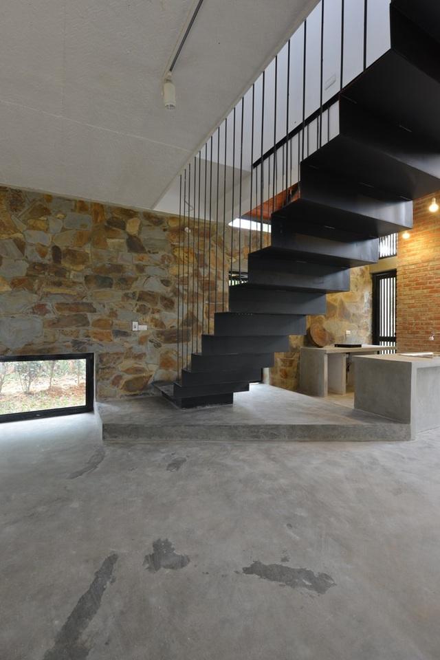 Thiết kế cầu thang độc đáo, phù hợp với không gian mở và kiến trúc căn nhà.