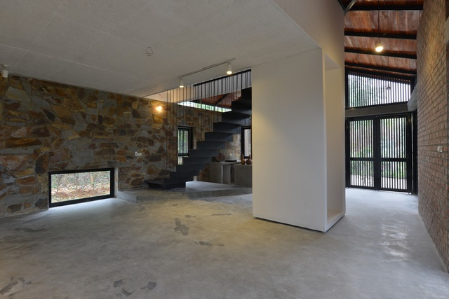 Không gian bên trong căn nhà khi chưa có nội thất.