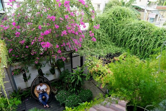 Ngay trước khoảng sân nhà được tận dụng để có không gian thư giãn thoải mái và dễ chịu.