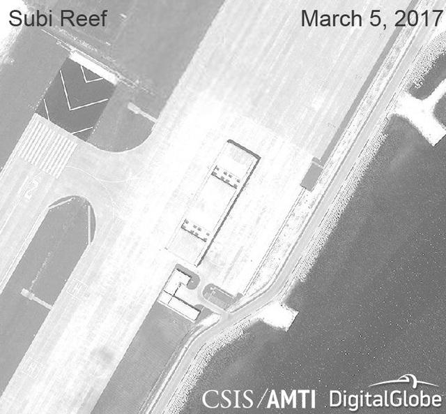 Ảnh vệ tinh ngày 5/3/2017 chụp các nhà chứa máy bay phi pháp của Trung Quốc tại khu vực phía bắc đá Xu Bi thuộc quần đảo Trường Sa của Việt Nam (Ảnh: CSIS)