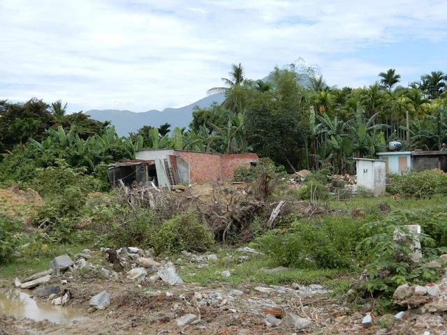 Do dự án đang triển khai nên người dân không có đường để đi lại