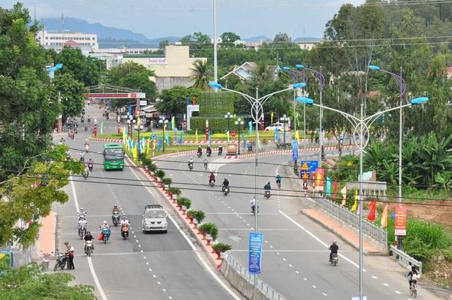 Quốc lộ 1 qua Quảng Ngãi (ảnh: baoquangngai.vn)