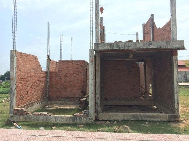 Những căn nhà hộp diêm mọc đầy sau khi lách quy định về tách thửa