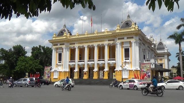 Mặt trước Nhà hát Lớn Hà Nội. Ảnh: dantri.com.vn