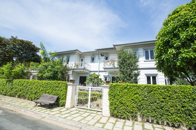 Tổng thể căn nhà Hồ Quỳnh Hương đang sống nhìn từ bên ngoài vào.