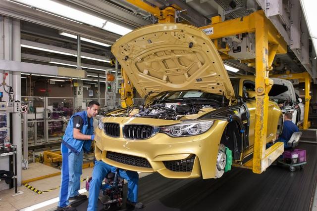 Lắp ráp xe M4 F82 tại nhà máy BMW