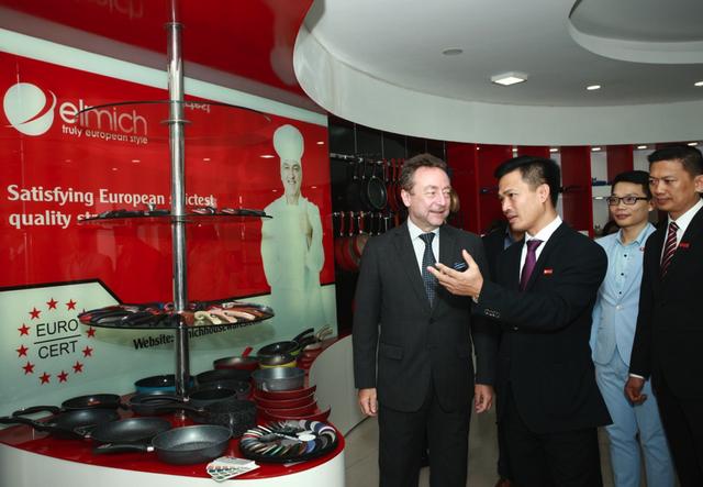 Đại sứ Séc thăm Phòng trưng bày sản phẩm của Elmich