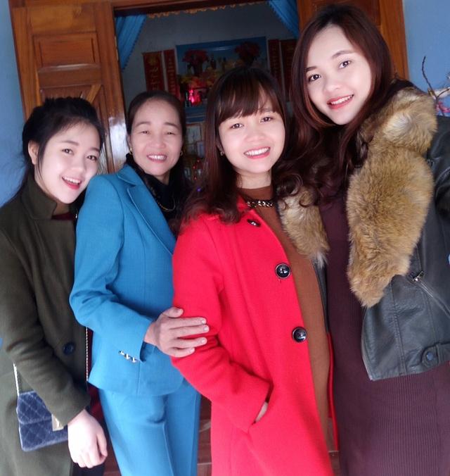4 mẹ con bà Nga.