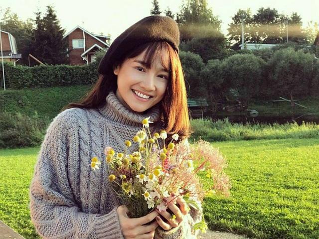 Nhã Phương có chuyến công tác tại Nga, cô khoe ảnh vui vẻ trong trang phục mùa đông ấm áp, cười rạng rỡ giữa mùa thu nước Nga.
