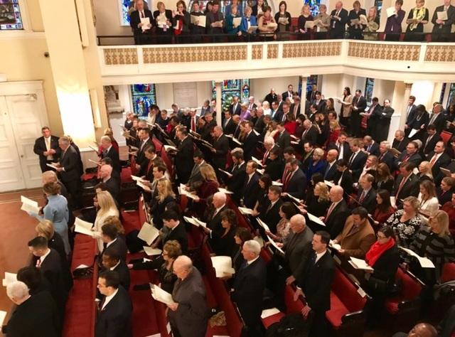 Quang cảnh tại nhà thờ nơi ông Trump và phu nhân đi lễ vào sáng ngày 20/1 (Ảnh: Twitter)