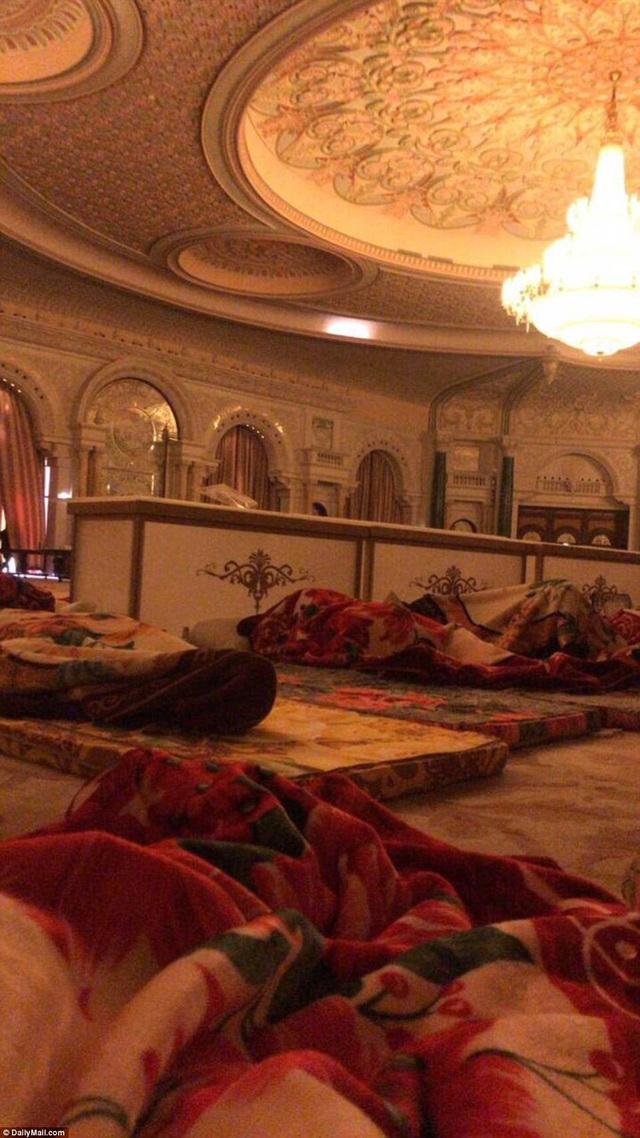 Bức ảnh được cho là bên trong nhà tù 5 sao giam giữ hoàng tử Ả-rập Xê-út bị cáo buộc tham nhũng. (Ảnh: Dailymail)
