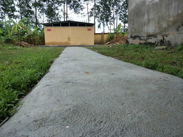 Công trình nhà vệ sinh thiện nguyện đầu tiên có giá trị gần 100 triệu đồng do Câu lạc bộ tài trợ cho Trường Tiểu học Gia Hòa, xã Gia Hòa (Gia Viễn, Ninh Bình).