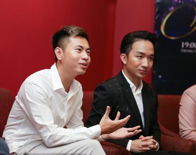 Nhạc sĩ Dương Cầm cho biết, có những ca khúc chưa từng được ca sĩ trình diễn trên sân khấu, anh phải thuyết phục ca sĩ.