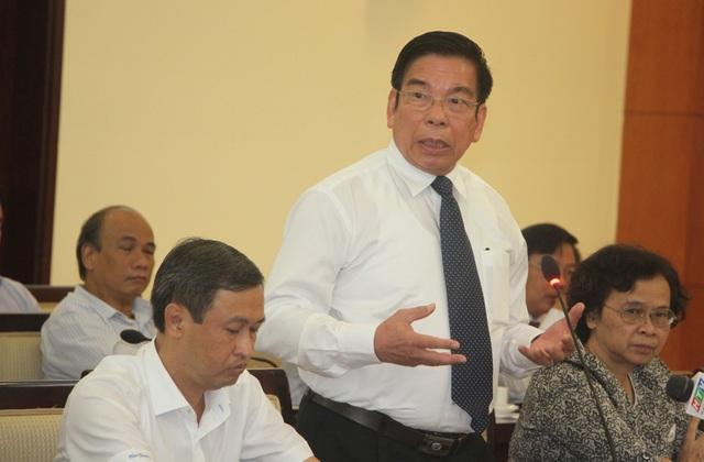 """Ông Huỳnh Công Minh, nguyên GĐ Sở GD-ĐT TPHCM cho rằng, các """"kỹ sư tâm hồn"""" của chúng ta đứng trên bục giảng mà đầu óc phải suy nghĩ, lo toan nhiều về đời sống."""