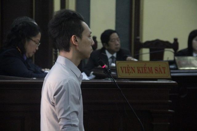 Nhân chứng Lữ Minh Nghĩa trả lời câu hỏi của luật sư