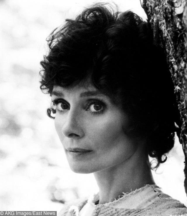 """Biểu tượng của nền điện ảnh Anh quốc- Nữ diễn viên Audrey Hepburn vẫn giữ được vẻ đẹp sắc sảo của mình dù đã ở tuổi 46, hình ảnh được ghi lại từ bộ phim """"Robin and Marian"""" mà bà tham gia năm 1975."""
