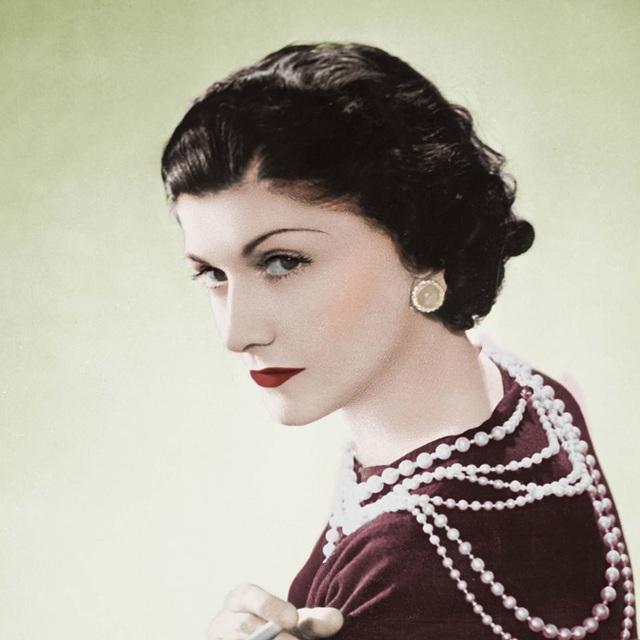 """Vẻ đẹp của Gabrielle Bonheur Chanel nhà sáng lập thương hiệu thời trang cao cấp nổi tiếng """"Chanel"""" khi còn ở tuổi thanh xuân."""