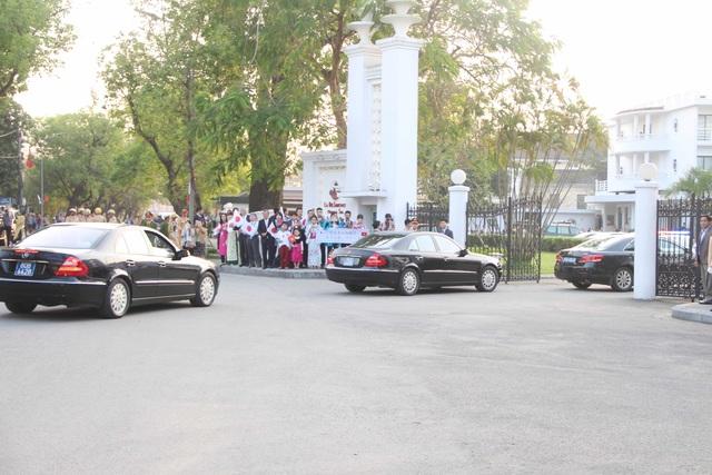 Đoàn xe tháp tùng đến khách sạn La Residence