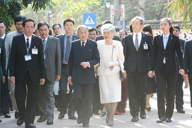 Nhật hoàng và Hoàng hậu vào thăm căn nhà xưa của chí sĩ yêu nước Phan Bội Châu