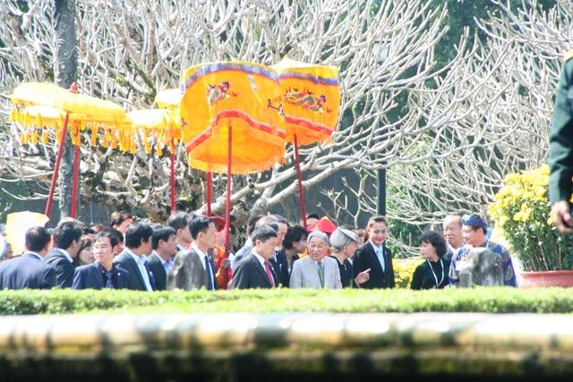 Đoàn của Nhật hoàng tiến vào Điện Thái Hòa