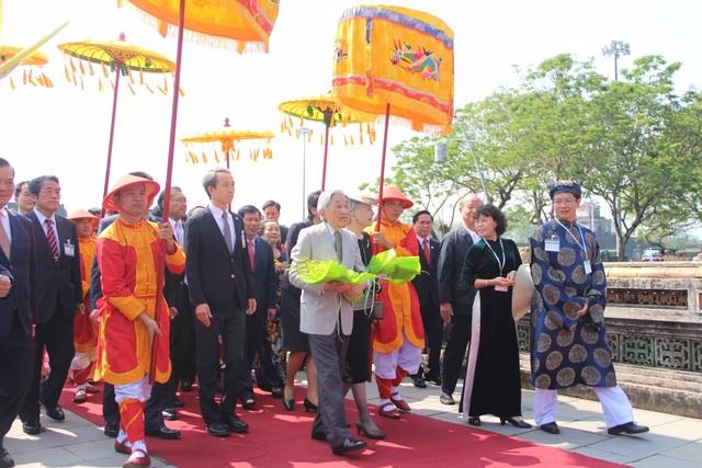 Đoàn rước Nhật hoàng Akihito và Hoàng hậu Michiko vào Hoàng Cung Huế