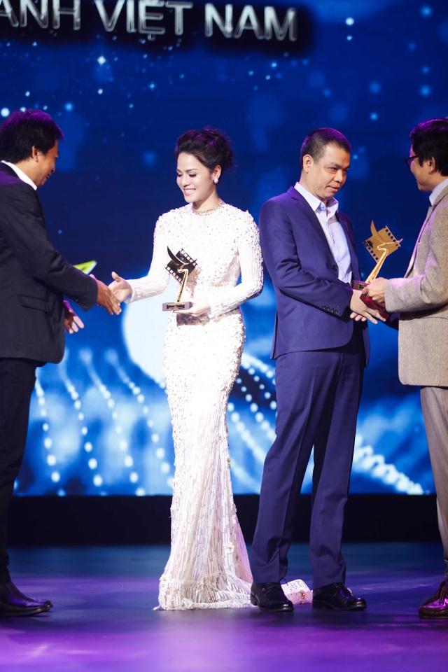 Tối 09/4, Nhật Kim Anh đã xuất hiện trở lại với vai trò khách mời trao giải Cánh diều vàng.