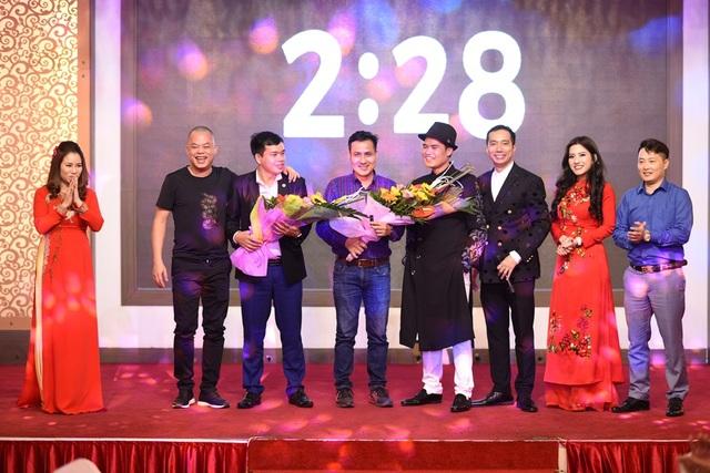 Và cuối cùng là phần đấu giá thỏi son. Hai doanh nhân Lương Việt Hùng và Hoàng Trọng Định là những người đã đấu giá thành công.