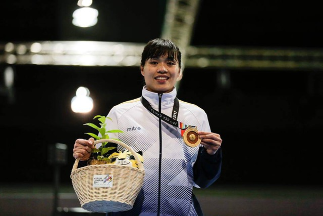 VĐV Như Hoa hạnh phúc nhận huy chương vàng SEA Games