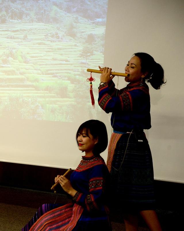 """Đông đảo khách quốc tế dự """"Những sắc màu Việt Nam"""" tại Tây Ban Nha - 9"""