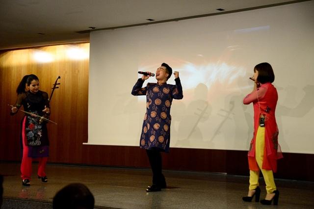 """Đông đảo khách quốc tế dự """"Những sắc màu Việt Nam"""" tại Tây Ban Nha - 10"""