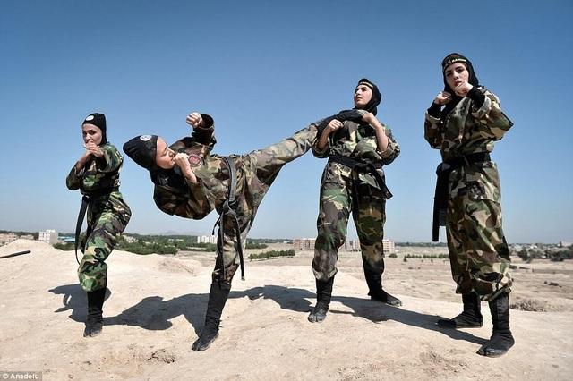 """4.000 """"bóng hồng"""" Iran khổ luyện thành chiến binh ninja - 8"""