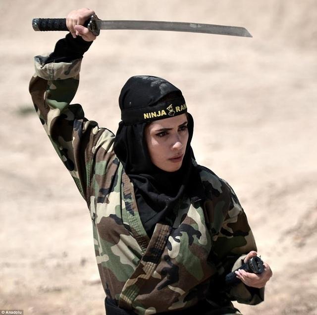 """4.000 """"bóng hồng"""" Iran khổ luyện thành chiến binh ninja - 9"""