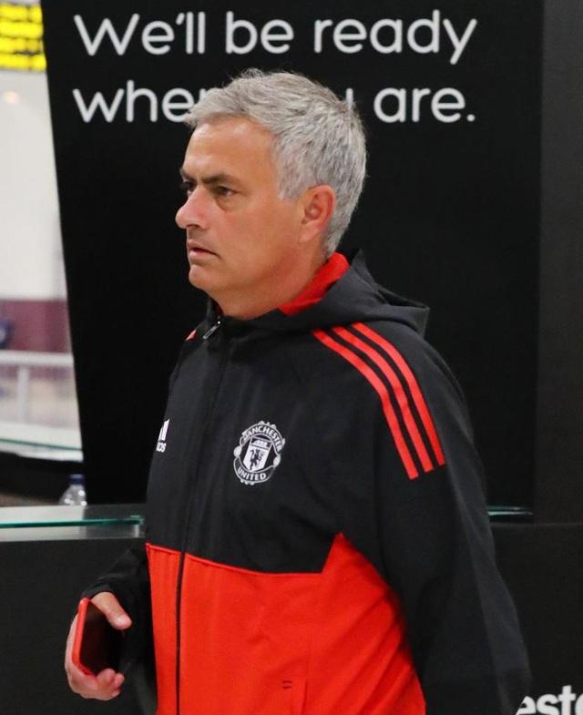 Mourinho trông đầy mệt mỏi