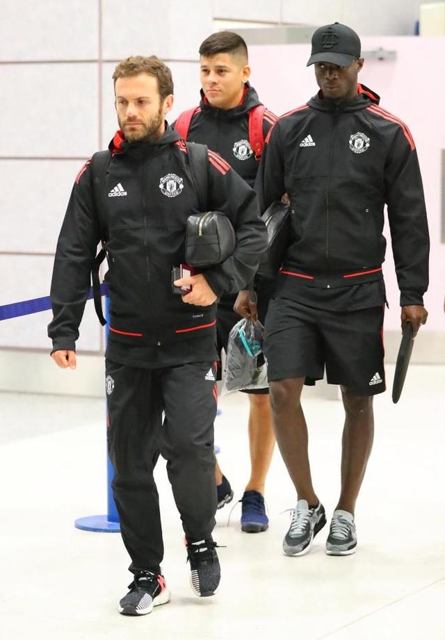 Mata, Rojo và Bailly (từ trái qua phải), họ đều không tham dự trận đấu Siêu cúp châu Âu vì những lí do khác nhau. Rojo đang chấn thương, Bailly bị treo giò, Mata có tên trong đội hình đăng ki thi đấu nhưng không được đưa vào sân