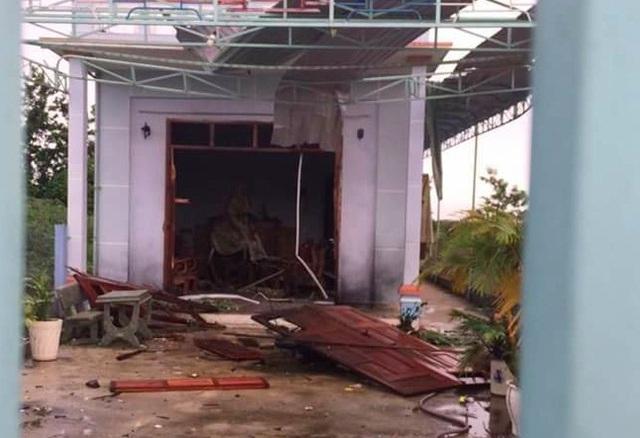 Căn nhà chị Thúy bị hư hỏng nặng sau vụ nổ (ảnh CTV)