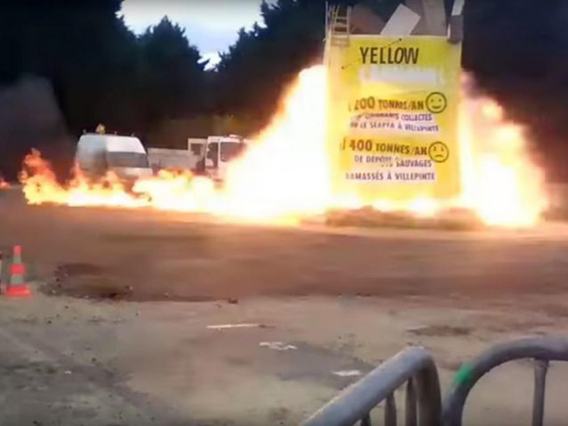 Theo BBC, vụ nổ xảy ra khi lễ hội Yellow Carnaval chuẩn bị kết thúc ở vùng Villepinte, phía đông bắc thủ đô Paris vào khoảng 5h30 chiều ngày 1/4 theo giờ địa phương. Truyền thông địa phương đưa tin có 5 người bị thương nặng và nhiều người bị thương ở vùng mặt. (Ảnh: Twitter)