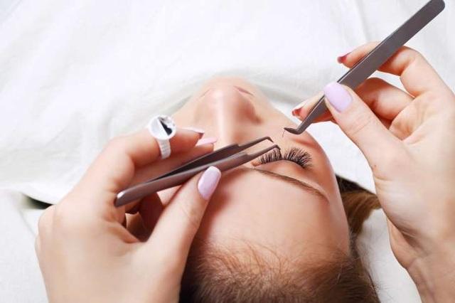 Image result for tác hại khi dùng lông mi giả