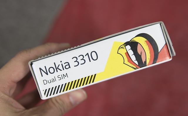 Cạnh phải là thông tin về chiếc máy Nokia 3310 cùng thông tin máy sẽ hỗ trợ 2 SIM 2 sóng.